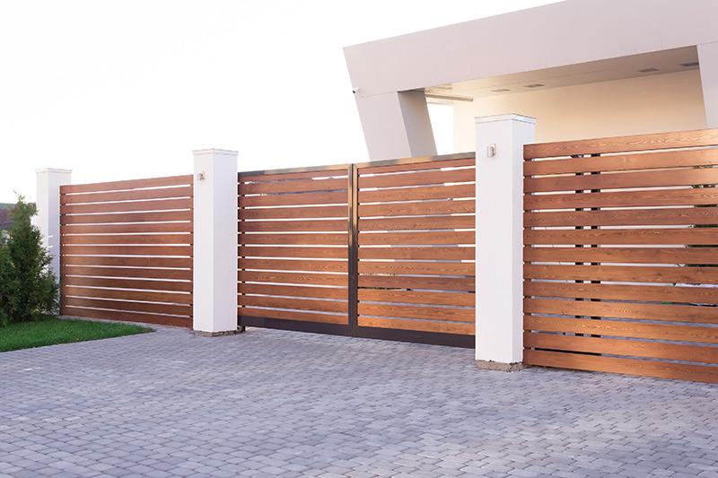 ตกแต่งรั้วและประตูรั้ว ด้วยไม้ระแนง